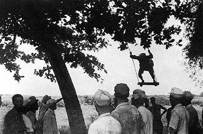 """""""曾参与解放海南岛战斗的宋宪华老人,这样描述部队当年的昂扬斗志和"""
