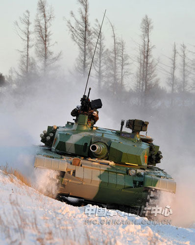 沈阳军区99式主战坦克进行雪地战训练(中国军网图片)