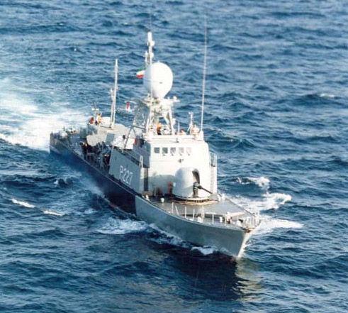 伊朗�]有能力用�船�M成一�l隔�嗷��木�海�{的持久封�i�,因�橐晾试谝叟�船的船型小,�f�{能力差,不足以在�_�水域�L�r�g�绦旭v留任��。
