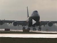 波音747-8F货机首飞