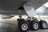 777-300ER客机主起落架特写