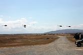 基地上空的直升机群