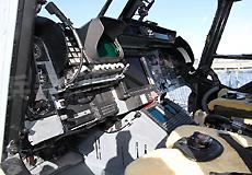 舰载大山猫直升机驾驶舱特写