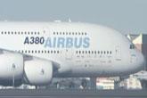 视频:四架空客A380飞行