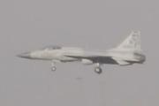 枭龙战机结束飞行预演降落姿态平稳