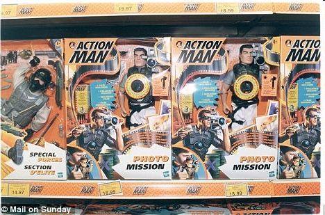 """一些英军士兵说,穿上新式服装看起来简直就像美国的""""Action Man""""。图为美国可动型玩具人偶""""Action Man"""".jpg"""