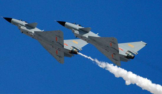 资料图:空军八一飞行表演队歼10战机双机编队升空。