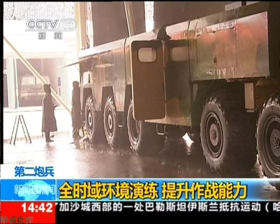 Data Chart: This alleged exposure Dongfeng -16 missile video shot, we can see the launch vehicle using a 5 × 5 wheel chassis.