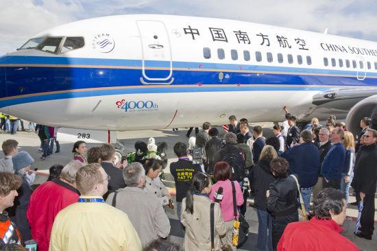 此架飞机于当地时间4月13日在美国西雅图交付南航