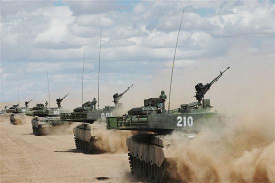 资料图:解放军99式主战坦克编队冲锋