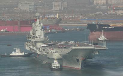 资料图:中国航母试验平台海试图