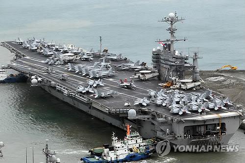 """资料图:停靠在釜山港的""""乔治・华盛顿""""号"""