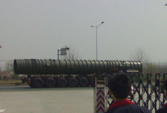"""西方媒体刊登的所谓""""东风-41""""洲际导弹照片"""