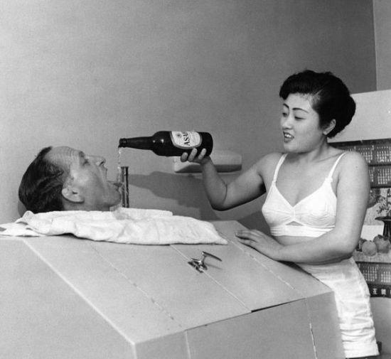 """日本战败投降后,在美国占领当局默许下,日本还招募了约7万名本国""""慰安妇"""",专为美国兵服务。"""