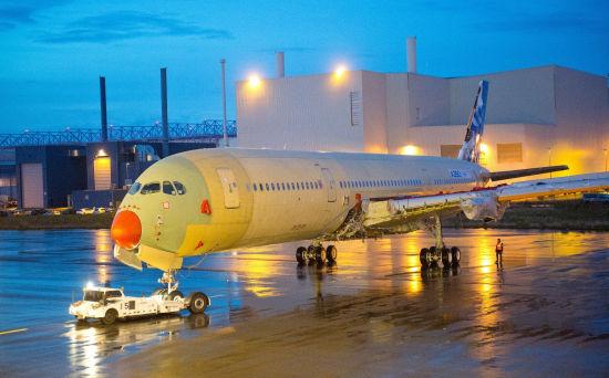 A350_XWB宽体飞机从第40站位转往第30站位