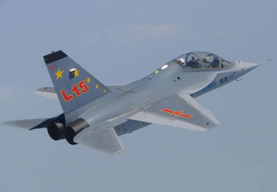 我国自行研制的L-15猎鹰高级教练机
