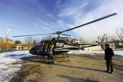 体验者试乘直升机