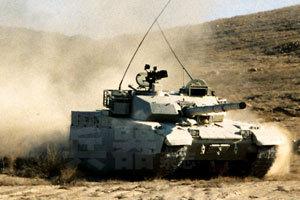 新型外贸主战坦克正在进行机动测试