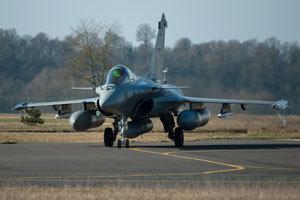 法国阵风战机准备起飞