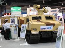 新加坡ST公司展出多种轻武器和装甲车辆