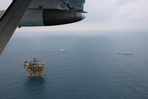 海监飞机航拍油气平台