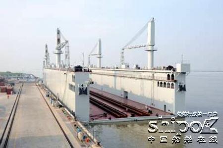 六千吨级自航式浮船坞