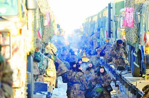 来了就打,打完就走。参演部队演练刚结束,便紧急装载装备器材,撤离战场。