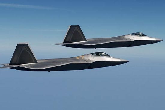 文章称,一旦发生战斗性质的中日空中冲突,美空军预警机、战斗机显然会参战,提供后勤、夺取空优的支持。