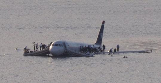 全美航空1549号航班迫降事故。