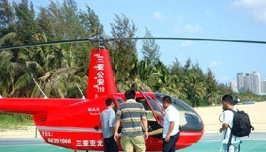 游客排队等待免费体验。