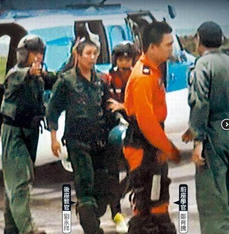 幻影战机驾驶中尉学官郑育腾、中校教官刘永祥获救后,返回新竹空军基地。(图片来自台媒)