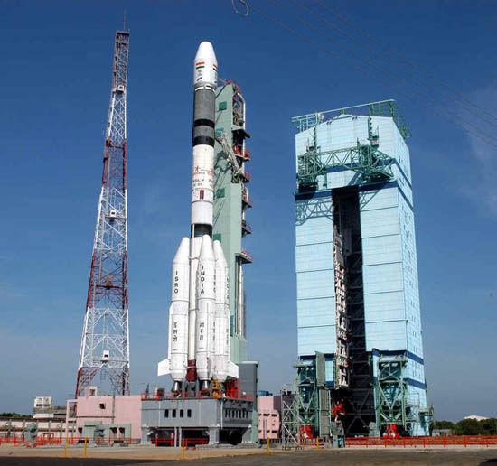 资料图:印度火箭准备发射升空
