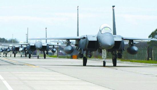 劣质零件被认为是美军频频坠机的原因之一。一架F-15战机于28日在冲绳坠毁,随后驻冲绳美军同机型全部停飞。