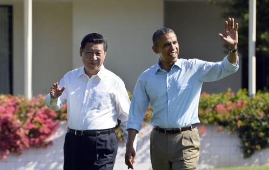 国家主席习近平与奥巴马一同散步