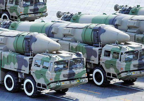 参加国庆阅兵的中国东风21C型弹道导弹