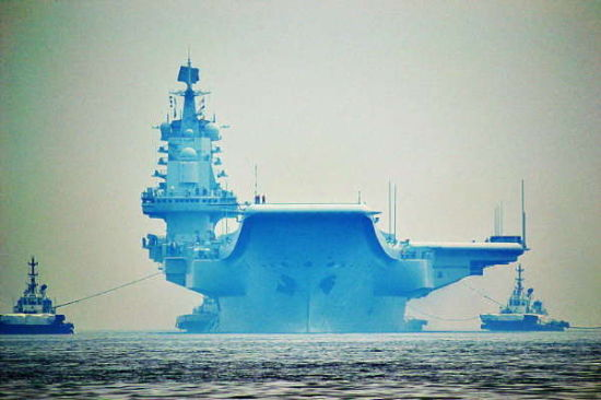 2013年8月23日上午,中国首艘航母辽宁舰再度停靠大连造船厂,这也是辽宁舰今年2月份离开大连后首次返回。