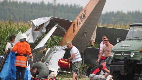 另一架飞机相撞