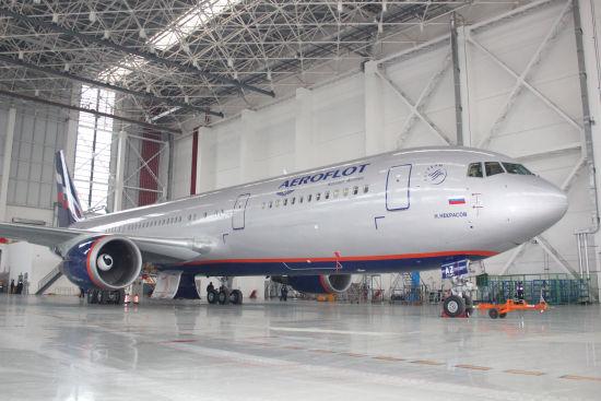 上海波音机库中的俄航767
