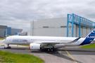 首架空客A350XWB完成喷漆