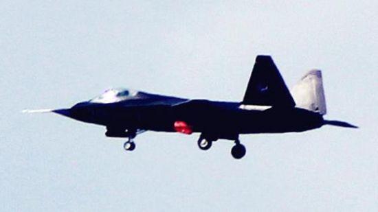 """3月3日,我国自行研制的第五代隐身战机――""""鹘鹰""""进行飞行测试"""