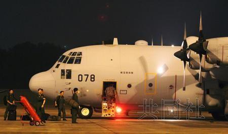 日本派出搜索失联航班的运输机抵达马来西亚
