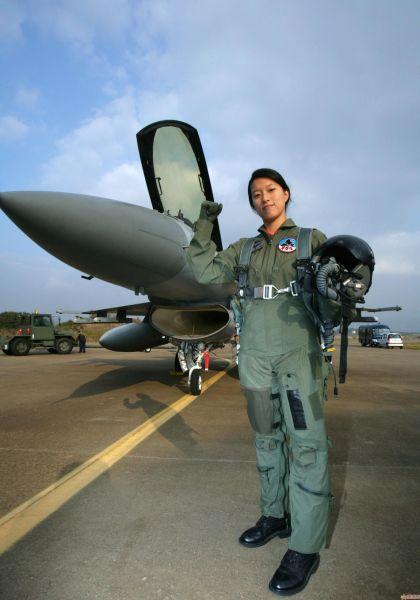 韩国F-16和女飞行员