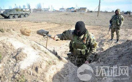 乌军开始挖战壕