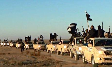 """资料图:伊斯兰逊尼派好战团体""""伊拉克与黎凡特伊斯兰国""""(ISIL)成员。"""