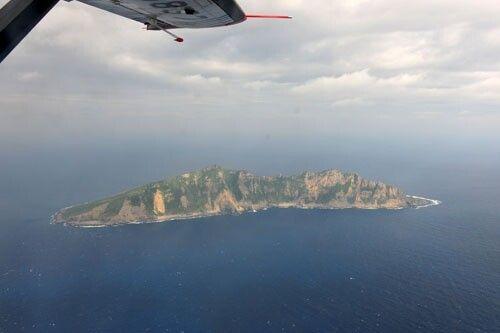 资料图:2012年12月13日从中国海监B-3837飞机上拍摄的钓鱼岛及其附属岛屿画面。