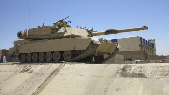 资料图:伊拉克安全部队装备的M1A1主战坦克已参战。