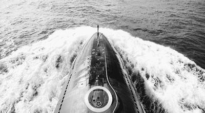 潜艇出海。周演成摄