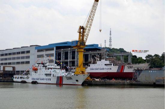 网友拍摄到的某造船厂内新建的海警船(鸣谢:超大军事 魔牛小队)