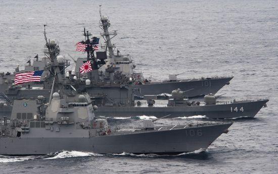 资料图:美日联合海上军演。