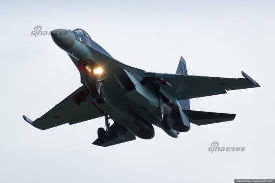 资料图:俄罗斯空军编号01苏-35S改进型战机